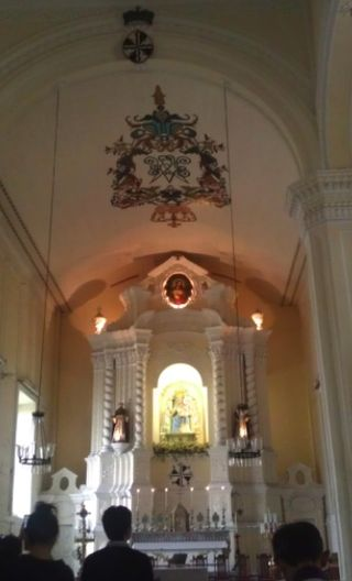 聖母教堂內