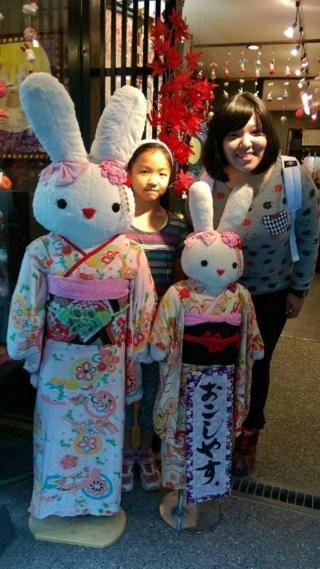 兔兔與兩女孩