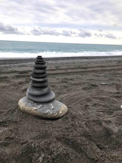 照片海邊的石頭堆